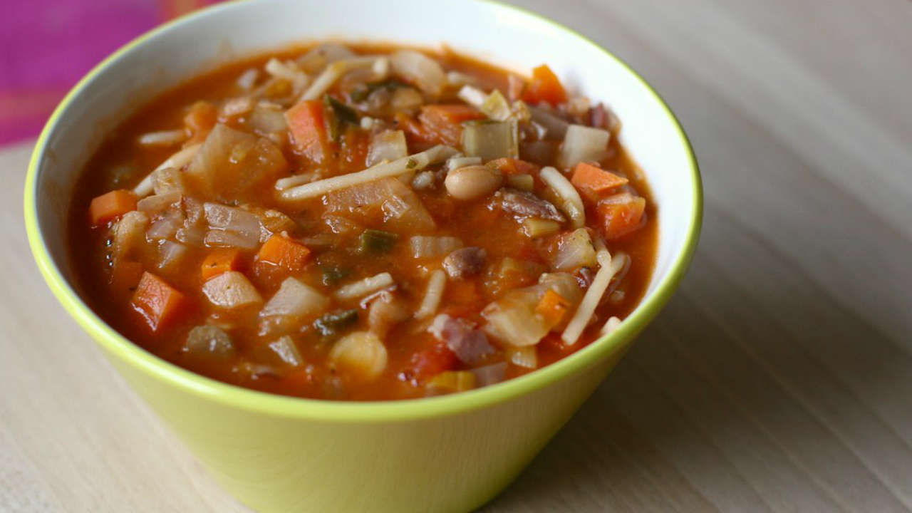 Minestrone soup with smoked bacon and butterbeans