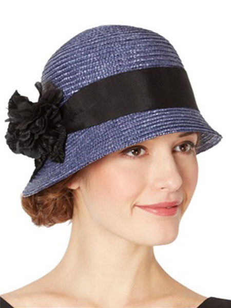 Here Lady Mary wear sthe typlical cloche shpae hat with a bow detail. b2fb19648ba6