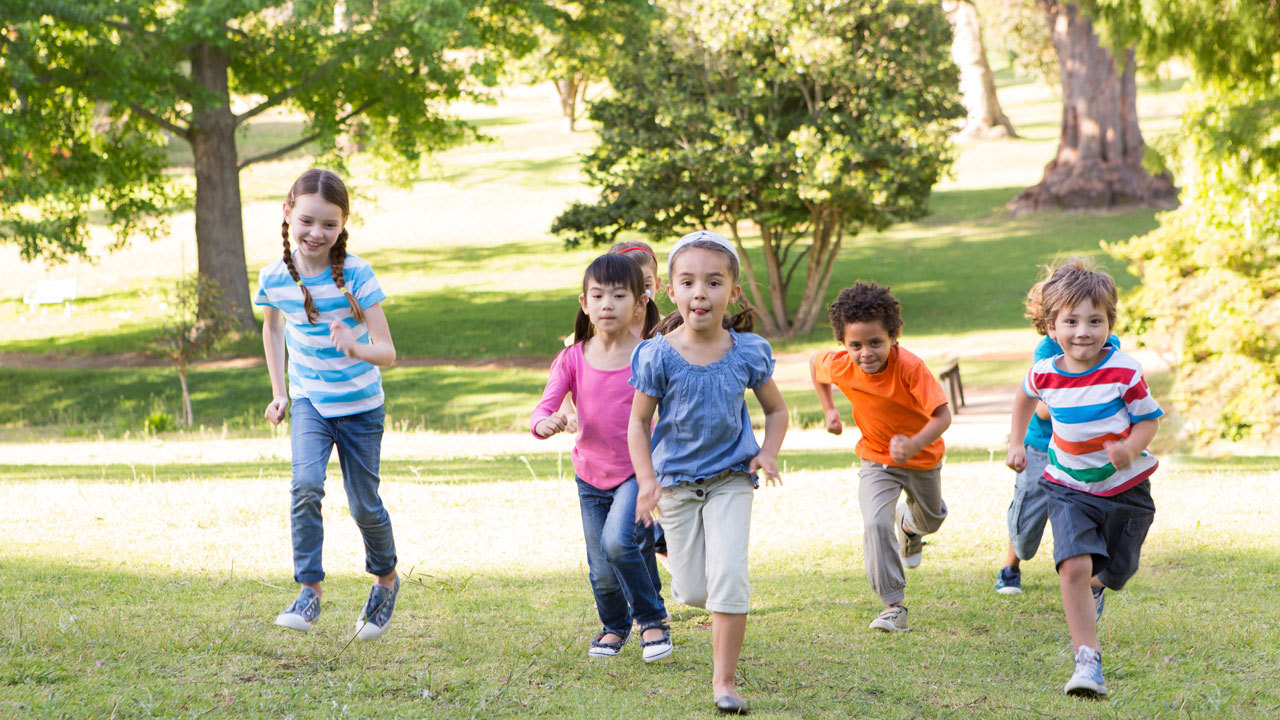 5e8faf2353de How much time should children spend outside
