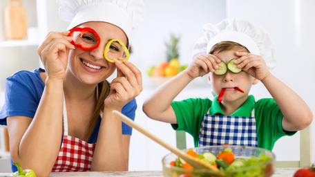 Top 4 ways to get the kids involved in making dinner