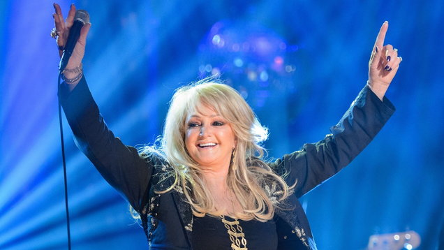 Bonnie Tyler Performing 'Total Eclipse of the Heart' During Eclipse