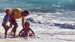 Single parent on a family holiday (Virgin Holidays/PA)