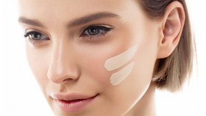 woman-putting-foundation-on-her-face