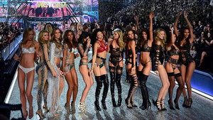 Victoria's Secret Fashion Show 2016 - Runway - Paris