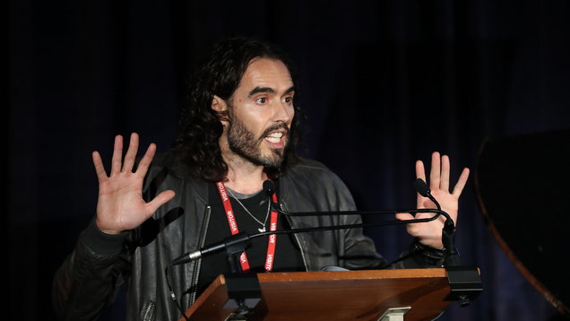 Russell Brand wants help in 'perfect present' for royal couple