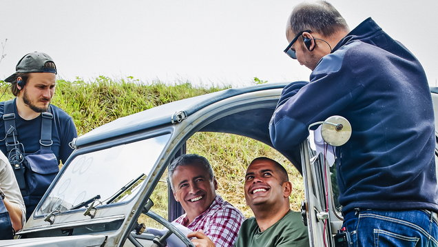 Matt LeBlanc, second left, and Chris Harris in the Citroen 2CV (Behind the Scenes)
