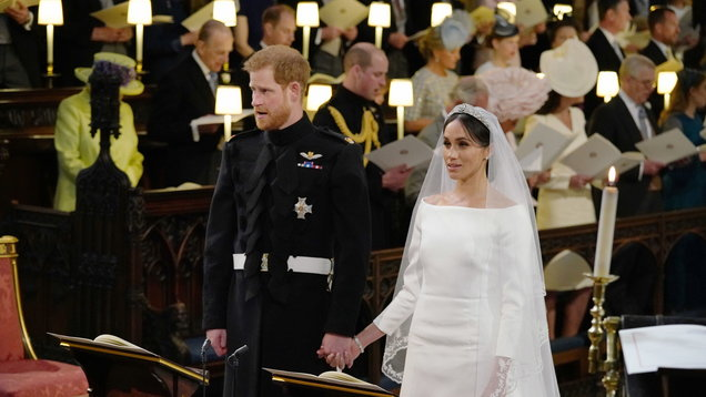 [PICS] THIS is what the experts are saying about Meghan's wedding dress