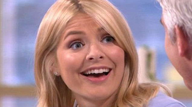 [PIC] The Next skirt that Holly Willoughby is wearing today is already FLYING off the shelves