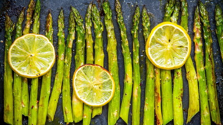 Asparagus and carrots with lemon and parsley