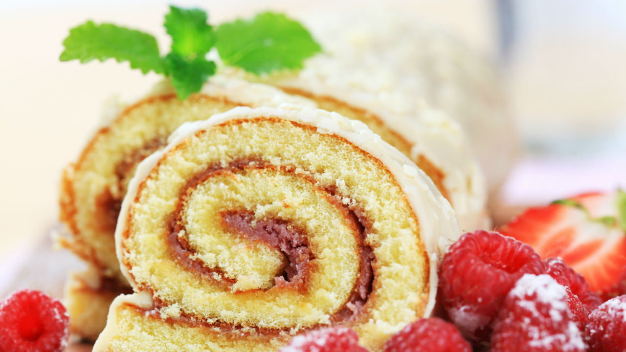 Swiss Roll with Strawberries & Cream