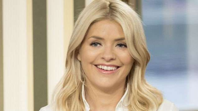 [PIC] Holly Willoughby's STUNNING dress today is REDUCED to half price