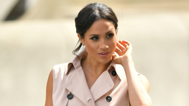 [PICS] Meghan steps out in GORGEOUS pink trenchcoat dress