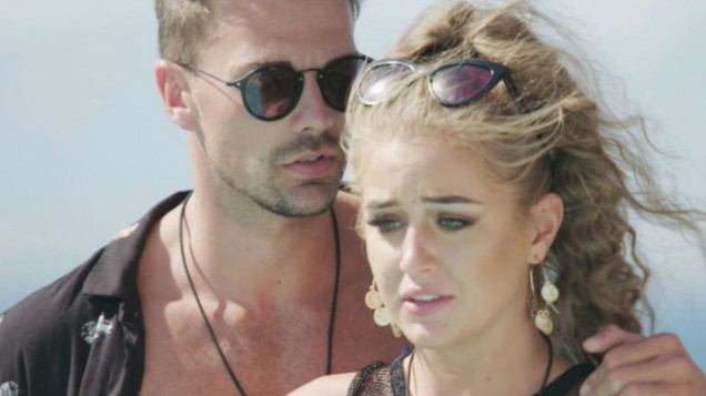 Shock as TWO Love Island stars 'QUIT the villa'