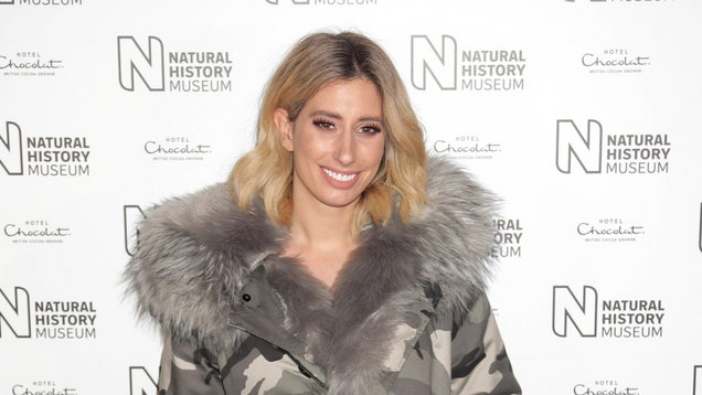 [PIC] Stacey Solomon praised for celebrating her 'extra tummy fold'
