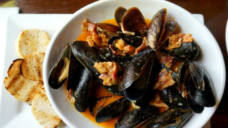 Mussels with cider and smoked bacon