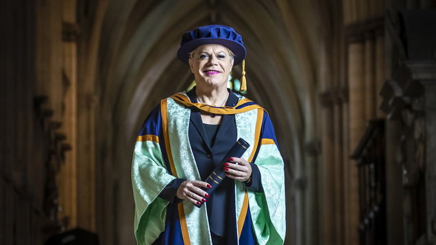 Eddie Izzard awarded honorary degree