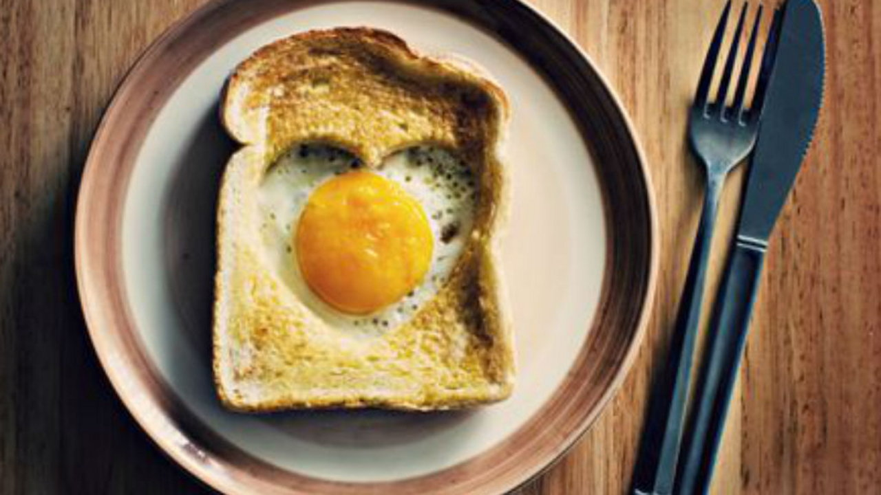 Heart-shaped Toast with Eggs, Spinach and Truffle Hollandaise Sauce