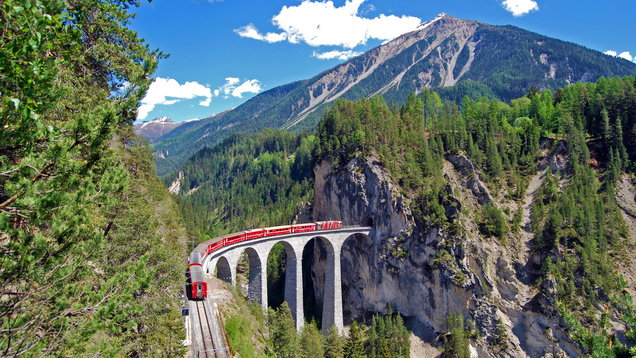 Train of the Rhaetian Railway on the Landwasser viaduct.
