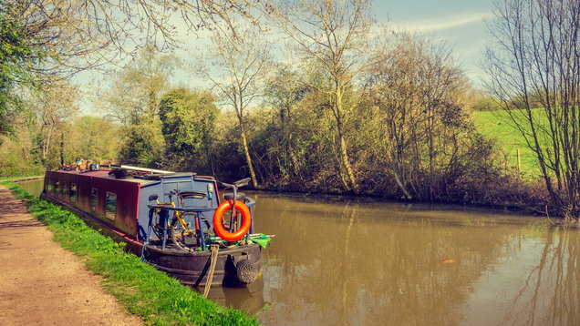 Day by tranquil waters – English Union Canal