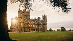 Airbnb offer stay at home of Downton Abbey